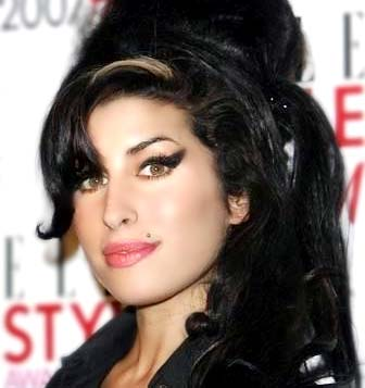 http://musicamagia.files.wordpress.com/2009/11/amy-winehouse.jpg?w=437&h=464