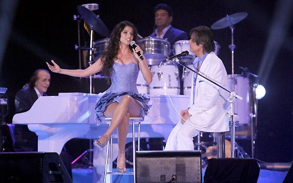 Paula Fernandes no especial de Roberto Carlos em 25.12.2010