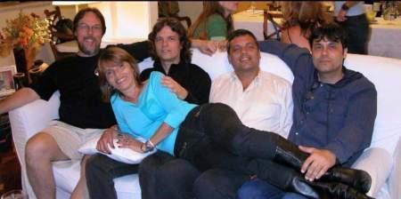 Foto antiga em família publicada anos atrás no Facebook pelo próprio Sergio de Carvalho (à esquerda)